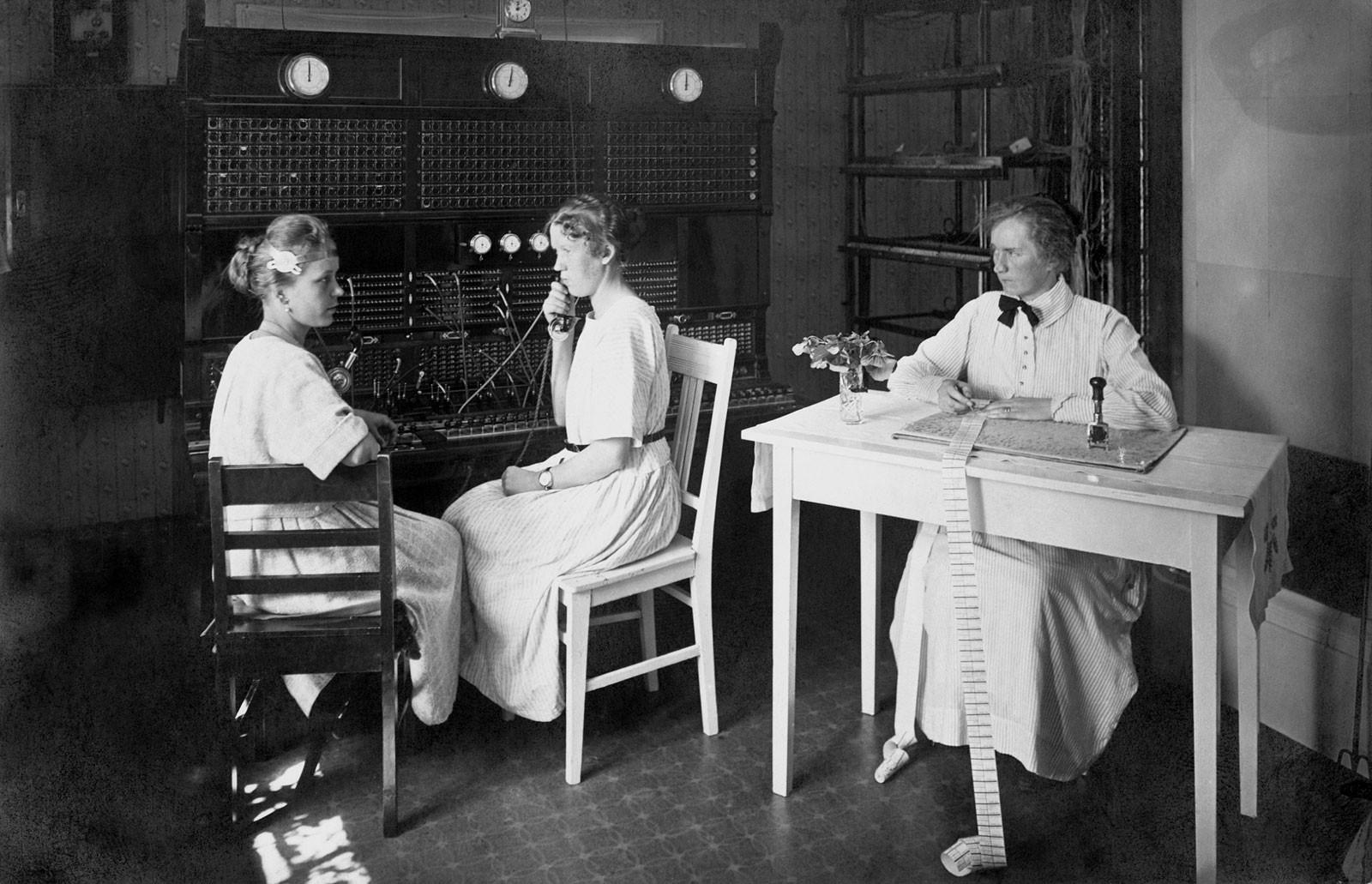 Kulosaaren puhelinkeskus 1920-luvulla. Kuva: Helsingin kaupunginmuseo