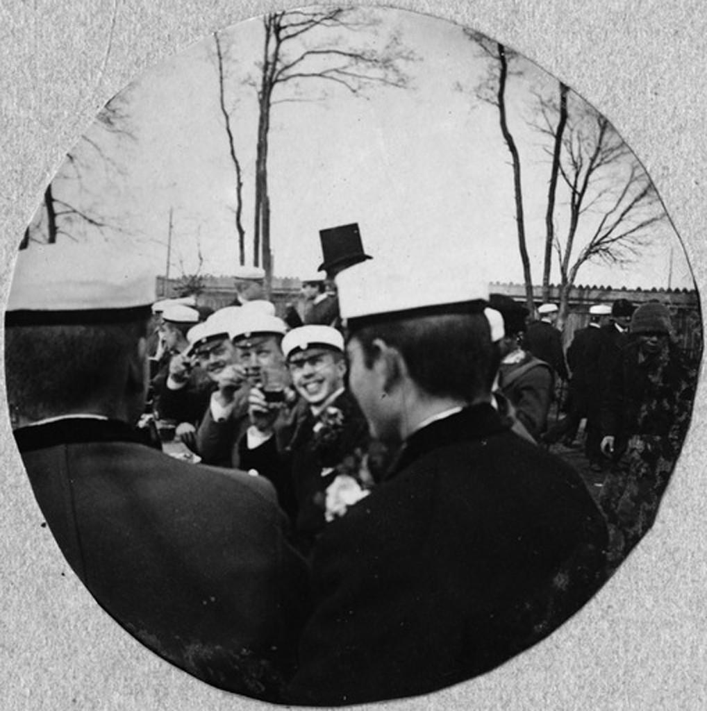 Wasastjerna kuvasi myös ylioppilaiden vapunviettoa Kaisaniemen ravintolassa 1892.