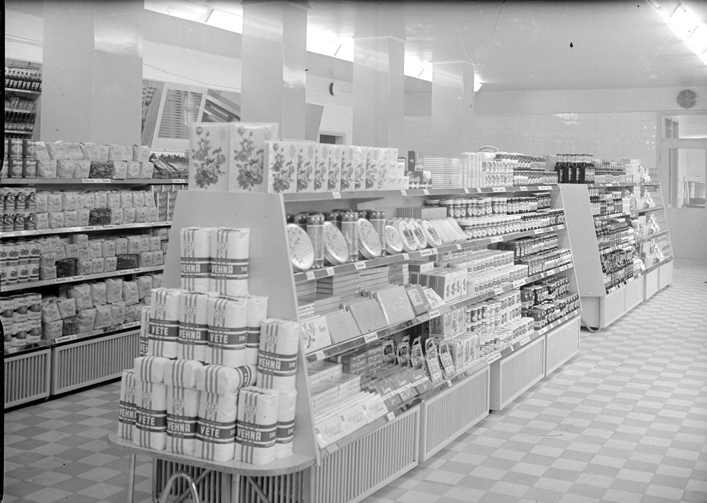 Elannon ensimmäinen pikamyymälä avajaispäivänä 23.10.1950.