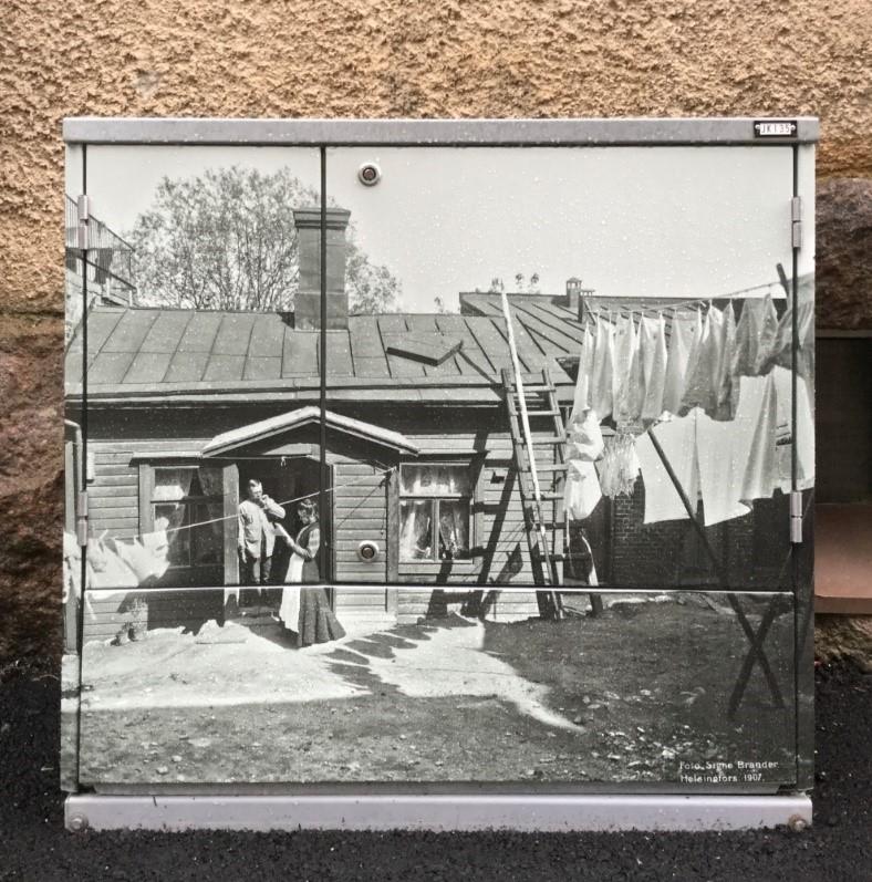 Sähkökaappi valokuvalla Kristianinkadulla