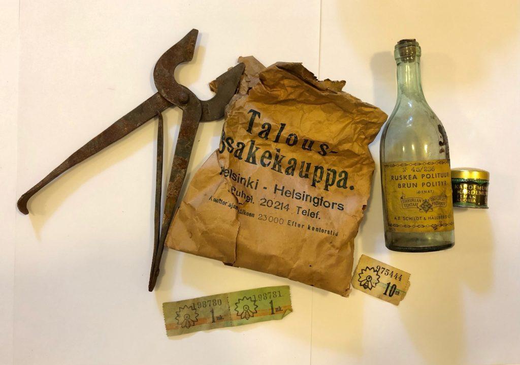 Vanhoja esineistä: sokerisakset ja tikkuaski